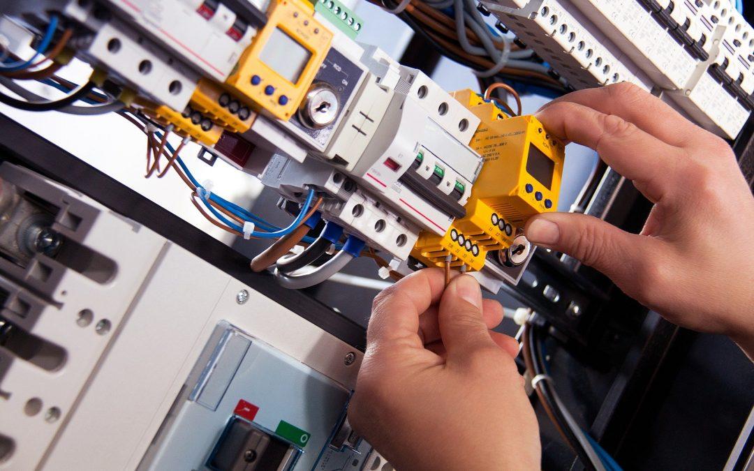 elektrinikai műszerész - villanyszerelő